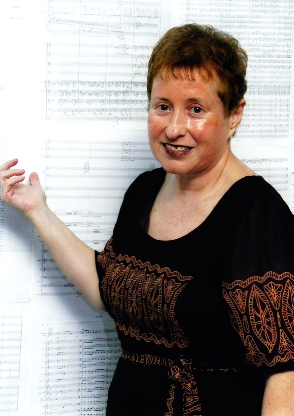 Tsippi Fleischer against the background of the score of Symphony No. 5